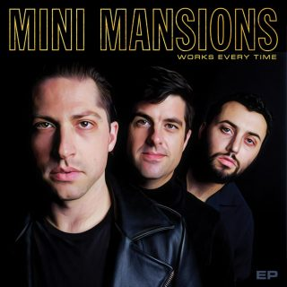 "News Added Sep 21, 2018 California trio Mini Mansions unveil their new ""Works Every Time"" EP, due for release September 28. Mini Mansions are singer and guitarist Michael Shuman (bassist of Queens of The Stone Age), bassist Zach Dawes (The Last Shadow Puppets) and singer and keyboardist Tyler Parkford. Submitted By PlopPlop Source clashmusic.com Track […]"